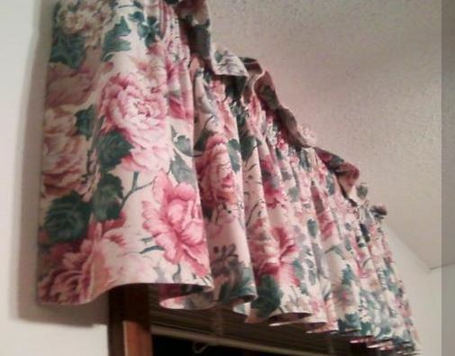 outdated and ugly drapery valance